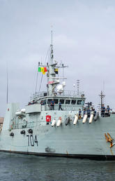 Image of HMCS SHAWINIGAN sits alongside Dakar, Senegal