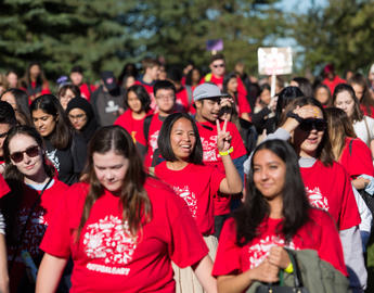 Students walk together on Orientation Day